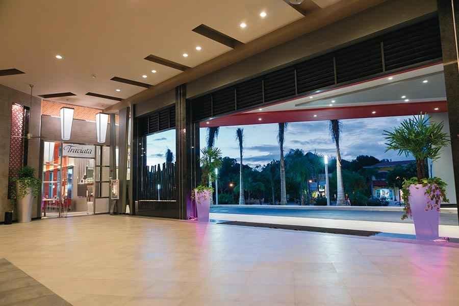 lobby-riu-playacar_tcm49-225003
